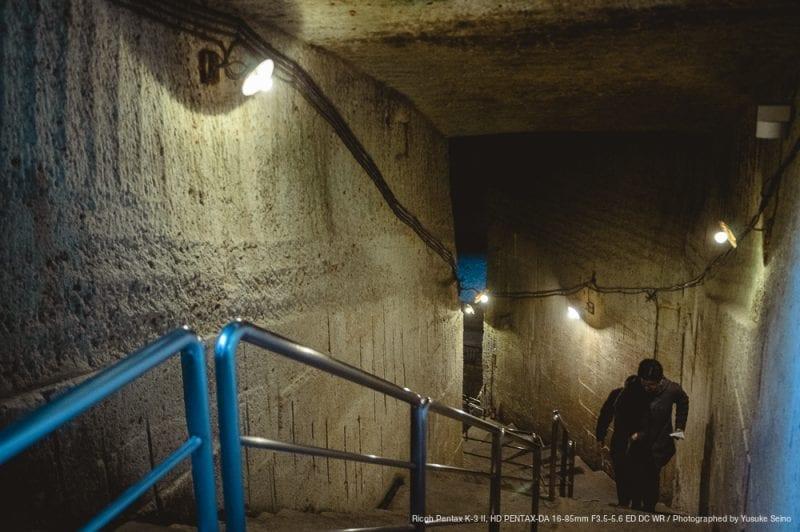 地下へ続く階段の写真