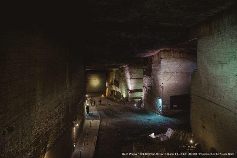 地下採掘場の広大な空間の写真