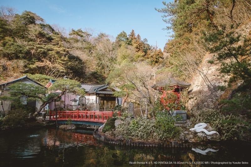 池と弁財天の写真