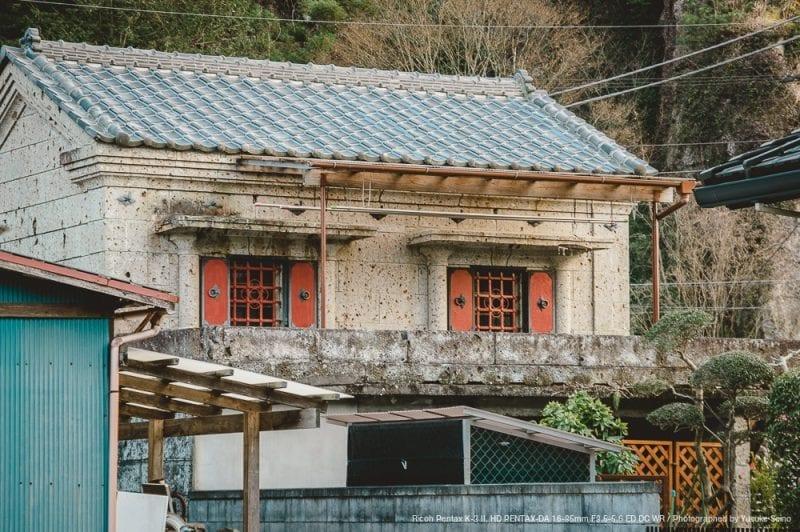大谷石でできた蔵の写真
